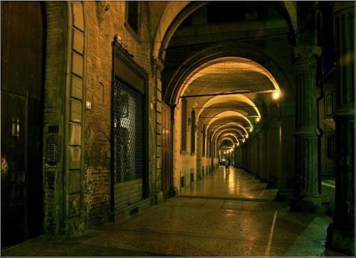 bologna notte portico