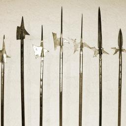 Armi medievali e fantasy: roncone, falcione, azza, alabarda e picca.