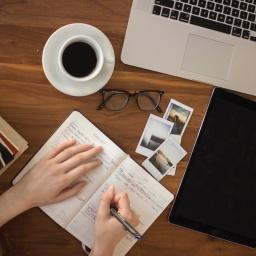 Penne in valigia – Partenza: Scrivere in un'Altra Lingua